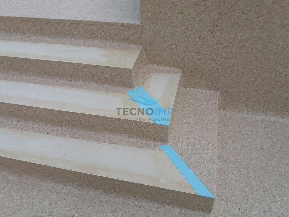 Rivestimenti in PVC Tecnoimp - Particolare scaletta cliente Marche Piscine